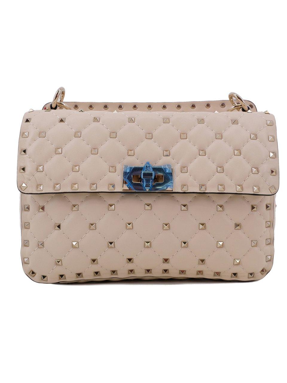 d2d0047adb92 По мнению самого Валентино Гаравани, Rockstud Spike — это новая эра в жизни  легендарного модного дома Valentino. Дизайн сумки был разработан  художественным ...